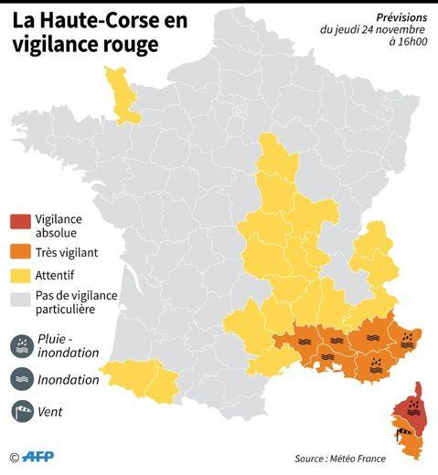 Carte de France des départements placés en vigilance rouge et orange pour des risques d'orages, vent et pluie-inondation selon Météo France
