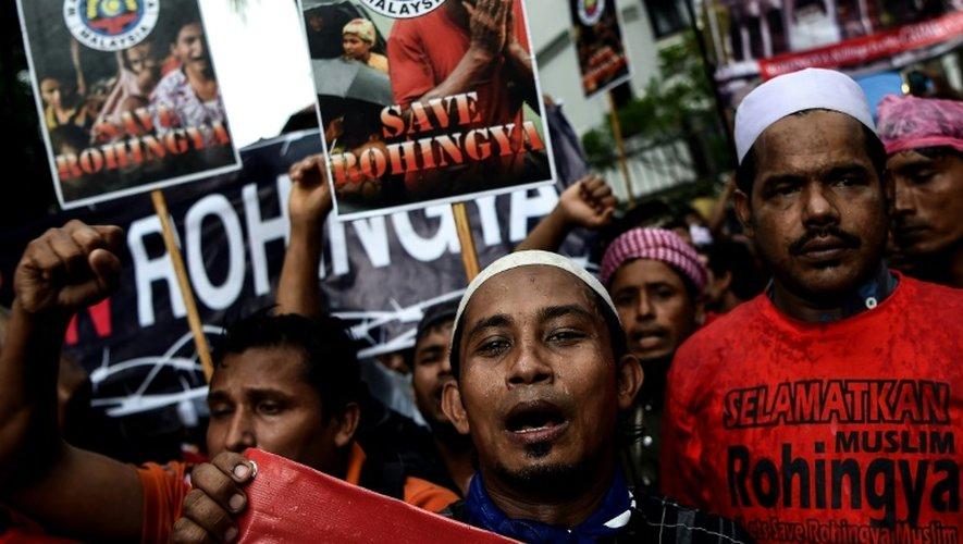 Des musulmans rohingyas protestent contre leur persécution en Birmanie, devant l'ambassade birmane à Kuala Lumpur, le 25 novembre 2016