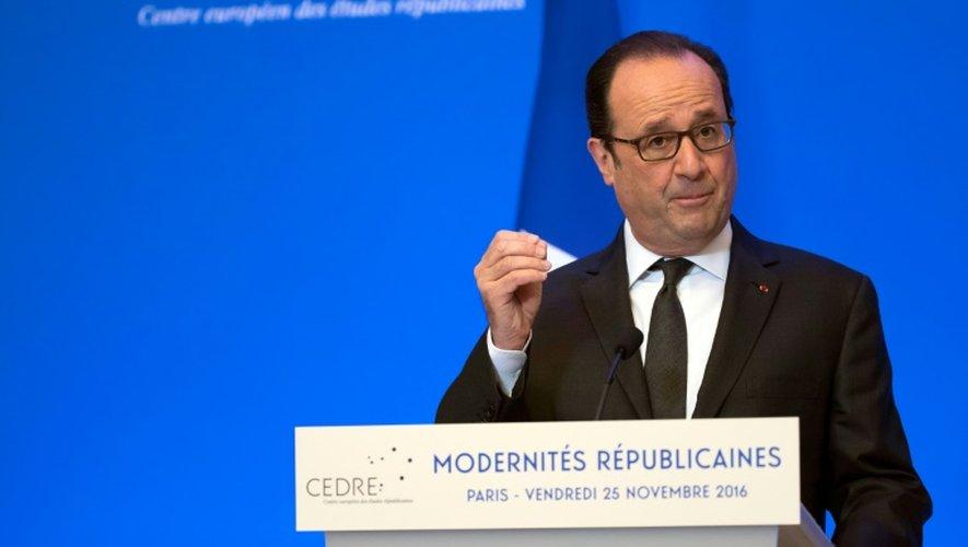 François Hollande, lors d'une visite à l'Ecole normale supérieure, dans le cadre du colloque inaugural du Centre européen des études républicaines (CEDRE), le 25 novembre 2016 à Paris