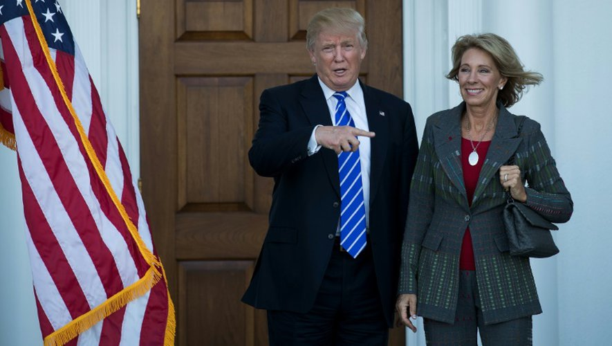 Donald Trump et Betsy DeVos à Bedminster Township dans le New Jersey, le 23 novembre 2016