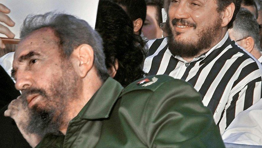 Fidel Castro (g) et Fidelito, le fils qu'il a eu avec Mirta Diaz-Balart, en février 2002 à La Havane