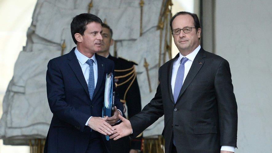 Manuel Valls et François Hollande sur le perron de l'Elysée le 2 novembre 2016 à Paris
