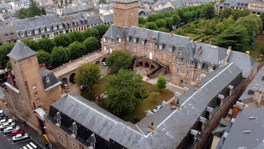 Le palais épiscopal, ancien évêché de Rodez, l'un des plus beaux bâtiments de la ville.