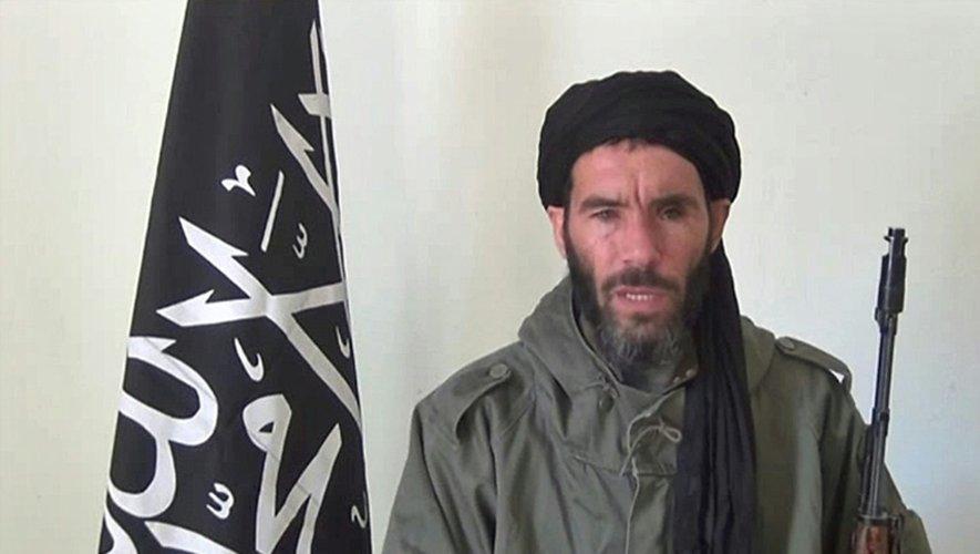 Une capture d'écran non datée d'une vidéo fournie par l'agence de presse Mauritanienne ANI montre le jihadiste d'origine algérienne Mokhtar Belmokhtar, rallié à Al-Qaïda au Maghreb islamique (AQMI)