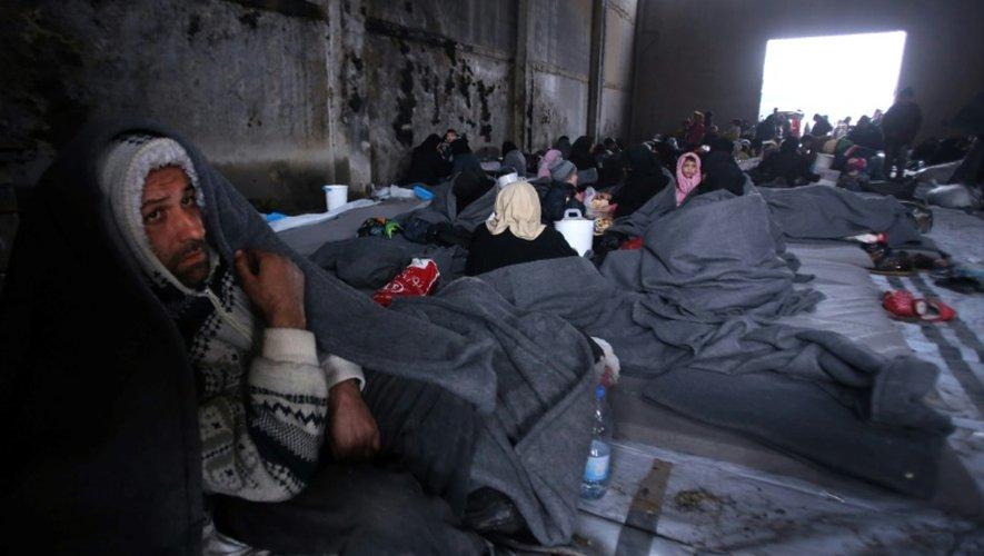 Des civils réfugiés le 30 novembre 2016 dans la banlieue à Jibrin