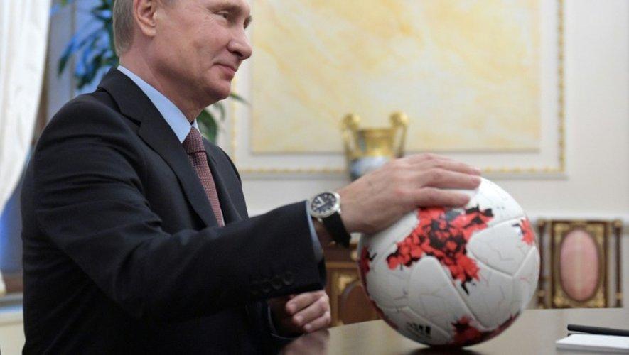 Le président russe Vladimir Poutine lors d'une rencontre avec des officiels de la Fifa, le 25 novembre à Moscou