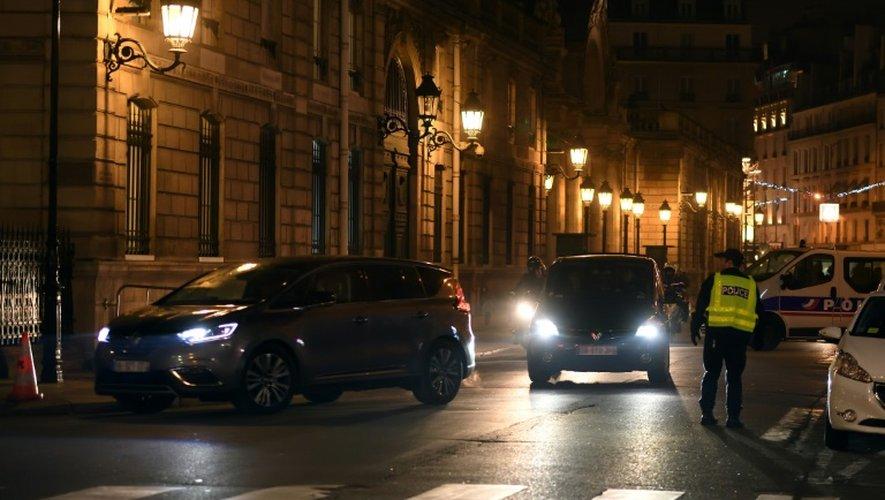 François Hollande quitte le palais de l'Elysée pour les Emirats arabes unis, le 2 décembre 2016