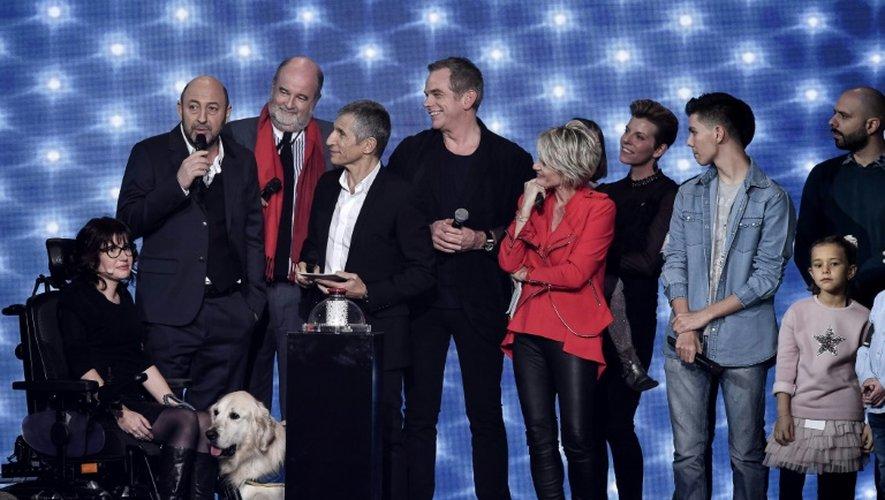 Kad Merad, Nagui, Garou et Sophie Davant sur scène pendant le lancement du 30e Téléthon le 2 décembre 2016 à l'Hippodrome de Longchamp à Paris