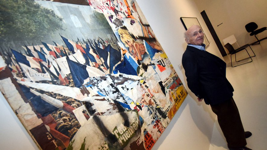 À plus de 90 ans, Jacques Villeglé a toujours l'esprit vif. Jeune homme, il fut l'un des premiers à créer des tableaux avec des morceaux d'affiches qu'il arrachait sur les murs de Paris. «Un artiste, c'est quelqu'un qui cherche toujours quelque chose de nouveau», assure -t-il.