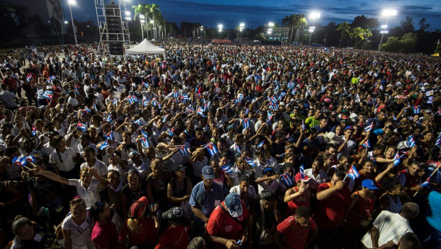 Des Cubains rendent hommage à Fidel Castro à Santiago, le 3 décembre 2016