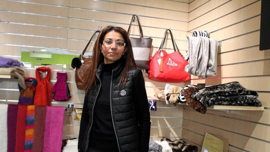 Olfa Balitrand, devant ses créations, s'est chargée de l'ouverture de la boutique Occi'talents.