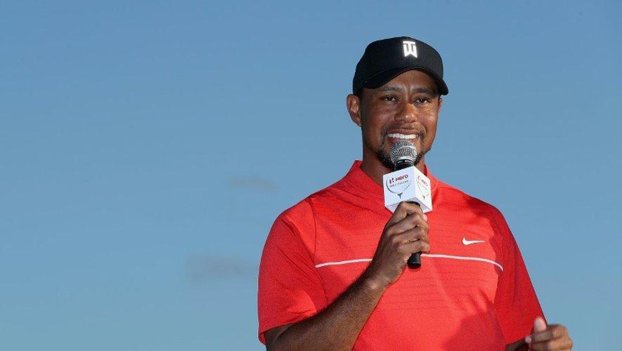 Tiger Woods s'adresse aux fans à l'issue du 4e tour du Hero World Challenge à Nassau, le 4 décembre 2016