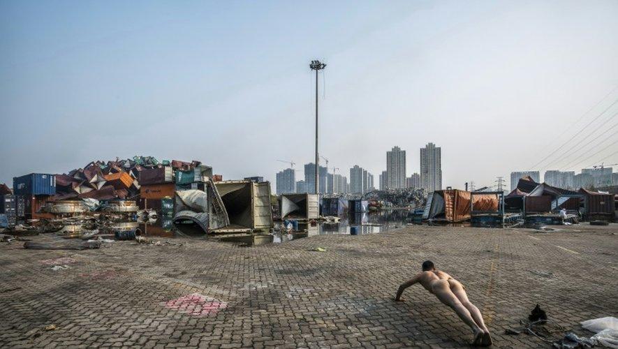 Photo d'Ou Zhihang diffidée par l'artiste prise le 19 août 2015 sur le site d'un explosion de produits chimiques dans le port de Tianjin, dans le nord de la Chine