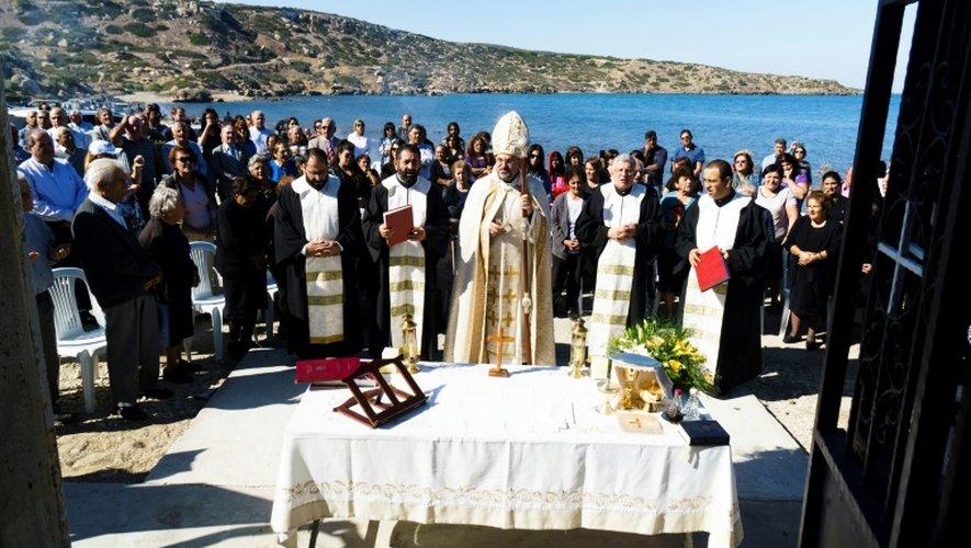Des maronites participent à une messe dans le village de Kormakitis, dans le nord de Chyptre, le 3 novembre 2016