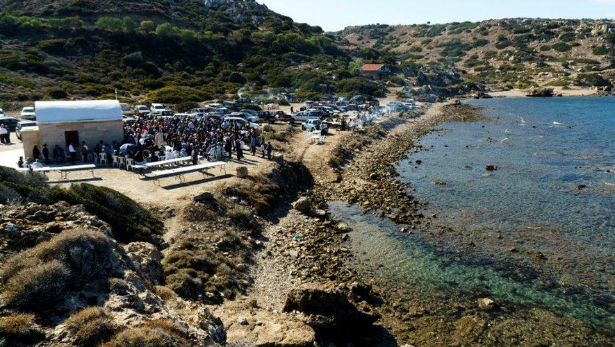Des maronites participent à une messe près du village de Kormakitis, dans le nord de Chypre, le 3 novembre 2016
