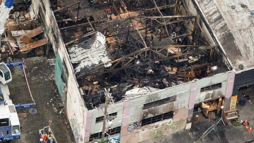 Photo aérienne du 5 décembre 2016 à Oakland, des restes de l'immeuble incendié où au moins 36 personnes ont péri