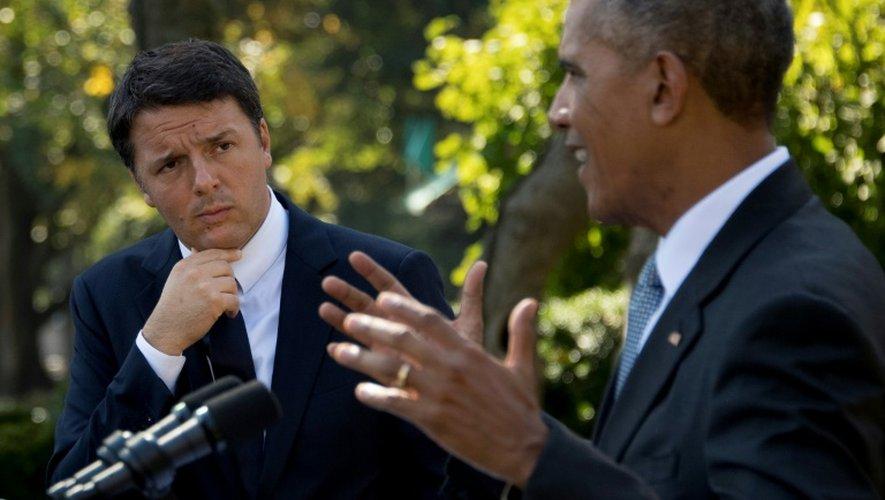 Le président américain Barack Obama (d)  et le Premier ministre italien Matteo Renzi à Washington, le 18 octobre 2016