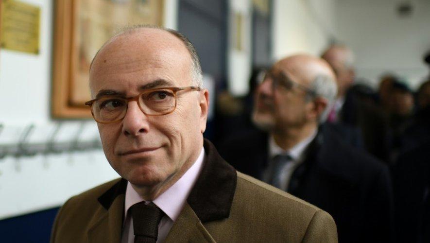 Le ministre de l'Intérieur Bernard le 2 décembre 2016 à Paris