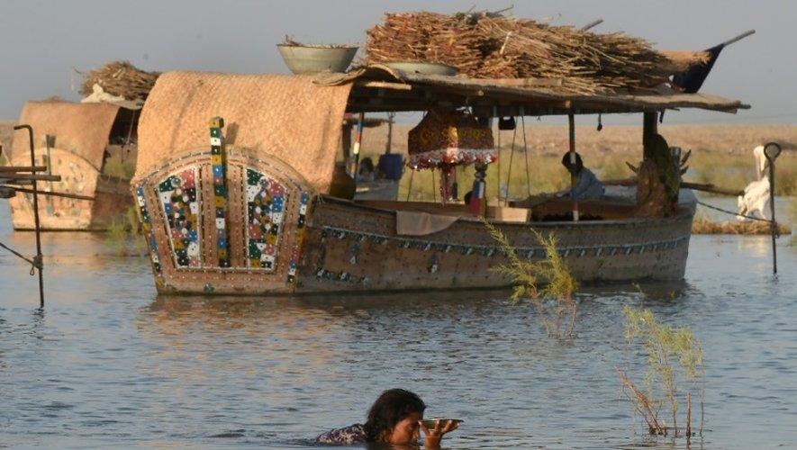 Aujourd'hui, il n'y a plus qu'une quarantaine de bateaux habités dans le village lacustre, où vivent moins d'un demi-millier d'âmes
