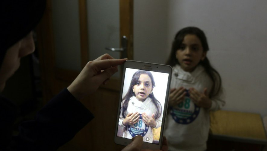 La petite Syrienne Bana al-Abed filmée par sa mère, le 12 octobre 2016 à Alep-est