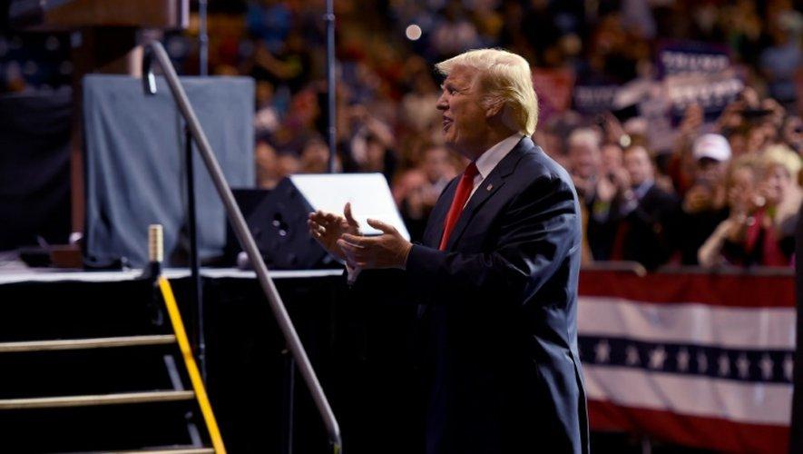 Donald Trump le 6 décembre 2016 à Fayetteville, en Caroline du Nord, deuxième étape de sa tournée de remerciement