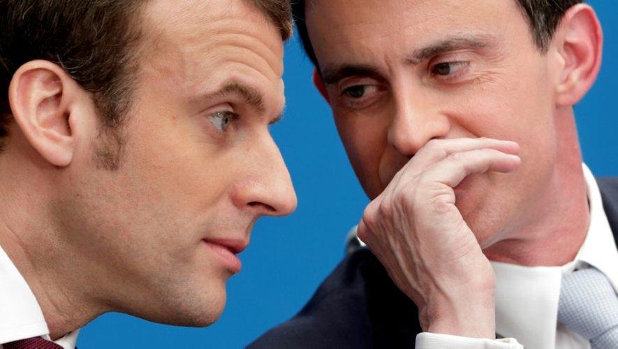Emmanuel Macron (g) et Manuel Valls, le 8 avril 2015 à Paris