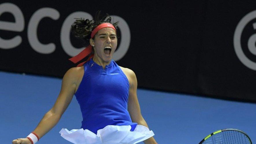 Caroline Garcia exulte après sa victoire sur la Tchèque Karolina Pliskova, le 13 novembre 2016 lors de la finale de la Fed Cup à Strasbourg