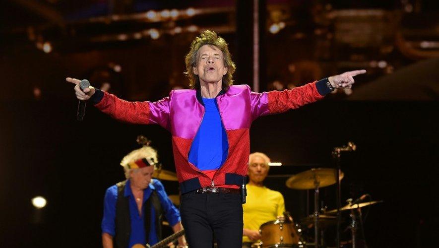 Mick Jagger (C) lors d'un concert des Rolling Stones, le 14 octobre 2016, lors d'un concert à Indio (Californie)