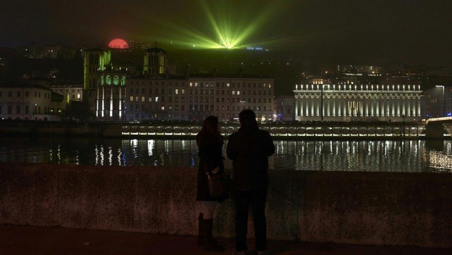 Le palais de justice et la cathédrale Saint-Jean sont illuminés à l'occasion de la Fête des Lumières, à Lyon, le 7 décembre 2016
