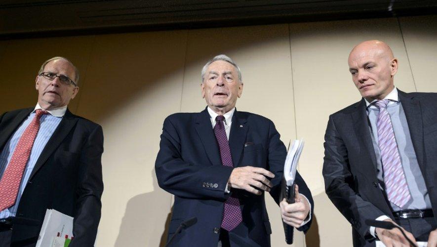 Richard McLaren, Richard W Pound, et Guenter Younger le 9 novembre 2015 à Genève