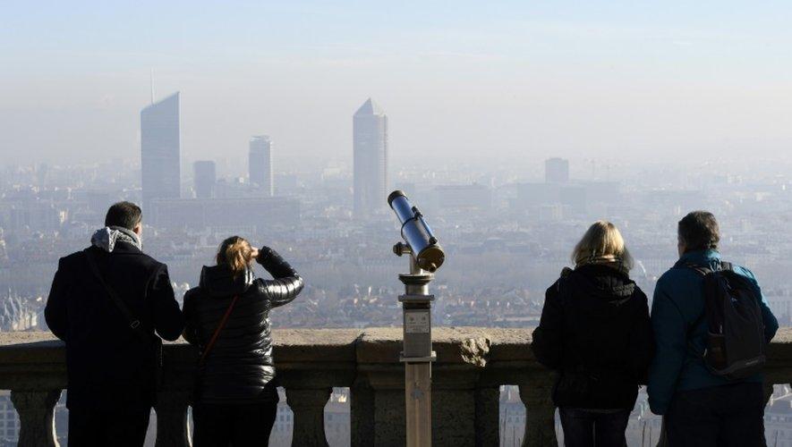 Brouillard de pollution le 8 décembre 2016 à Lyon