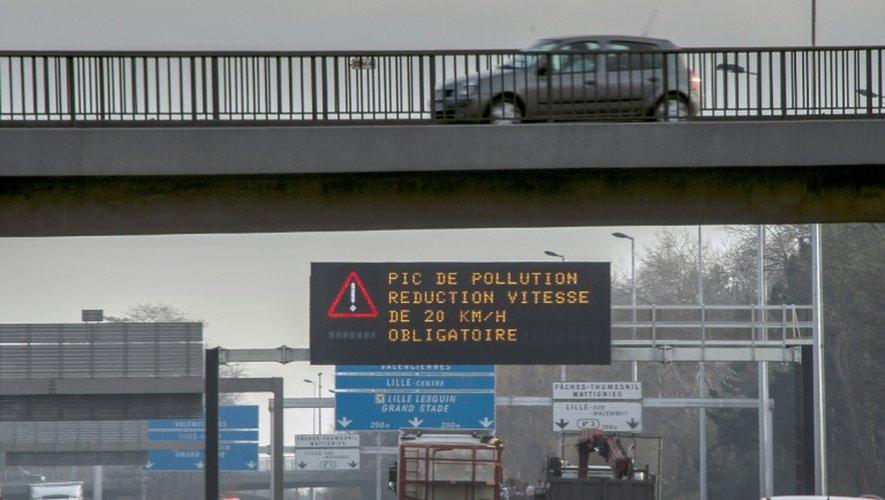 Vitesse réduite en raison de la pollution le 8 décembre 2016 sur le périphérique  à Lille