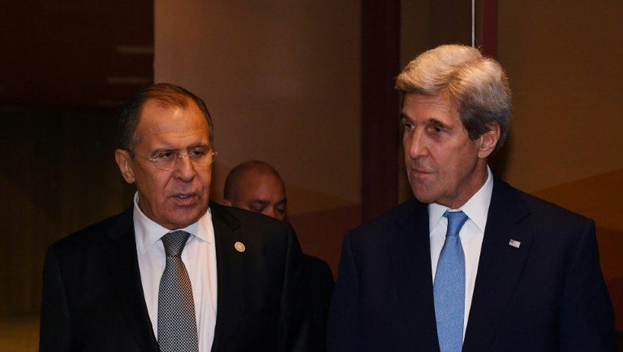 Les ministres russe, Sergueï Lavro, et américain, John Kerry le 17 novembre 2016 à Lima