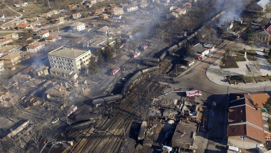Lieux de l'accident d'un train transportant des citernes de gaz qui a explosé et déraillé dans le centre d'un village du nord-est de la Bulgarie, Hitrino, le 10 décembre 2016