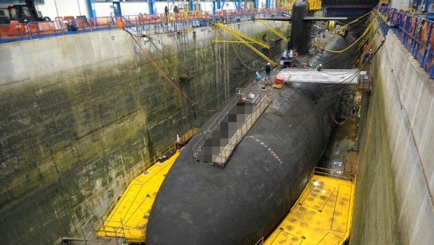 Un des quatre sous-marins lanceurs d'engins - SNLE- en cours de carénage dans une forme de radoub de la base de l'Île Longue dans la rade de Brest dans le Finistère, le 5 décembre 2016