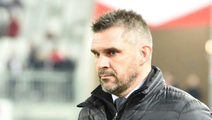 L'entraîneur de Bordeaux Jocelyn Gourvennec attend le coup d'envoi du match face à Lille, le 3 décembre 2016 à Bordeaux