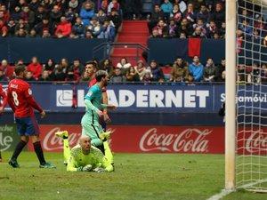 Espagne: Messi maintient le Barça dans la course
