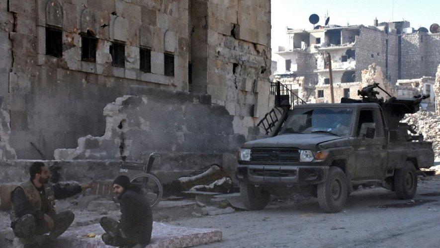 Des soldats du régime dans le quartier de Bab al-Nairab à Alep, le 10 décembre 2016