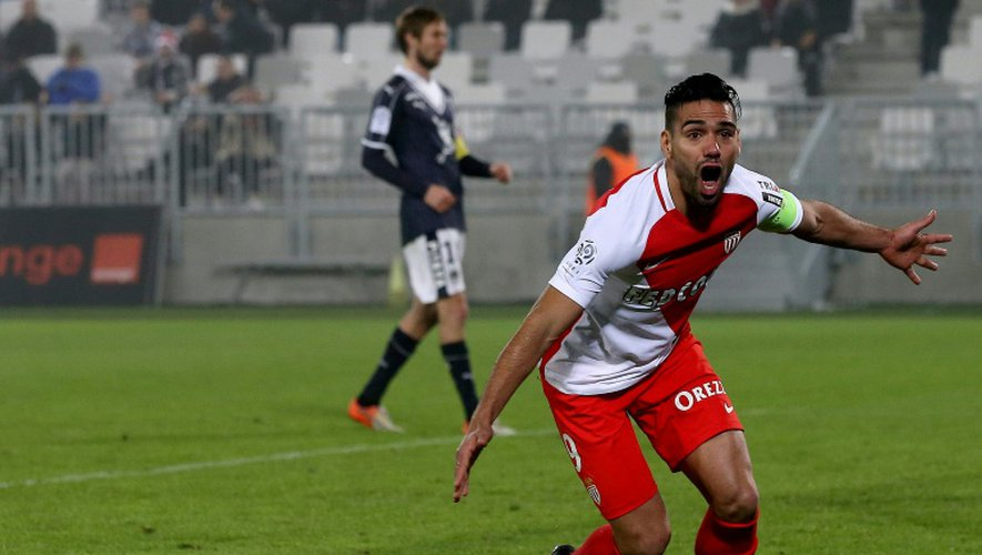 La joie de l'attaquant de Monaco Radamel Falcao après l'un de ses 3 buts contre Bordeaux, le 10 décembre 2016 au Matmut Stadium