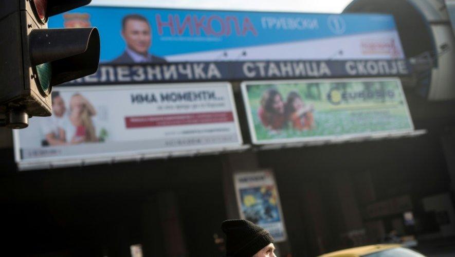 Affiches électorales du parti macédonien au pouvoir la droite nationaliste VMRO-DPMNE, à Skopje, le 10 décembre 2016
