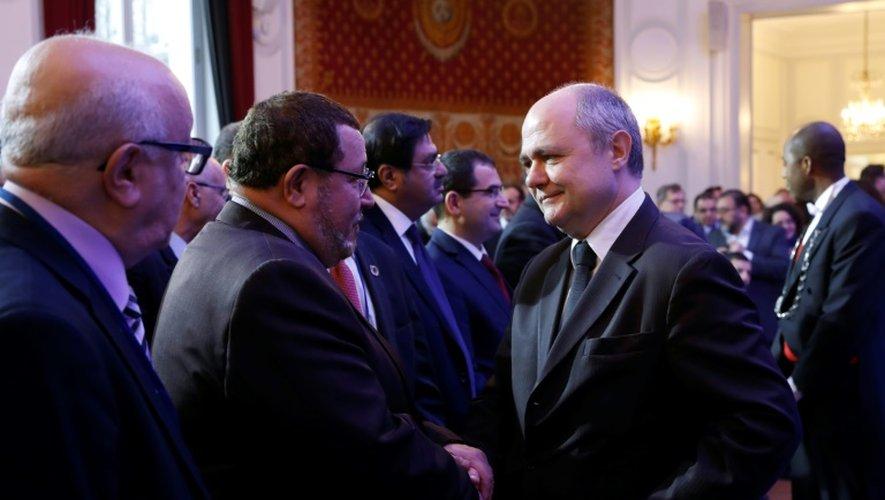 """Le ministre de l'Intérieur Bruno Le Roux lors de la troisième réunion de """"instance de dialogue avec l'islam"""" à l'Hôtel Beauveau, à Paris, le 12 décembre 2016"""