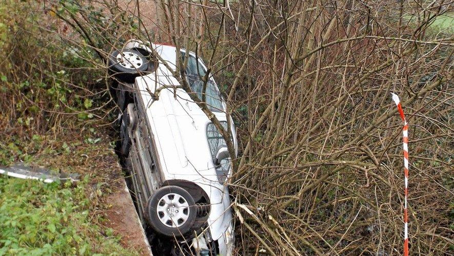 Arjac : un véhicule suspendu au dessus du ruisseau