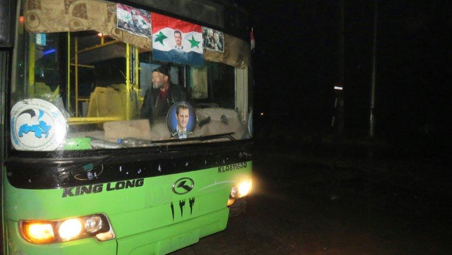 Le 13 décembre 2016 près d'Alep un des autobus qui doivent servir à évacuer la population