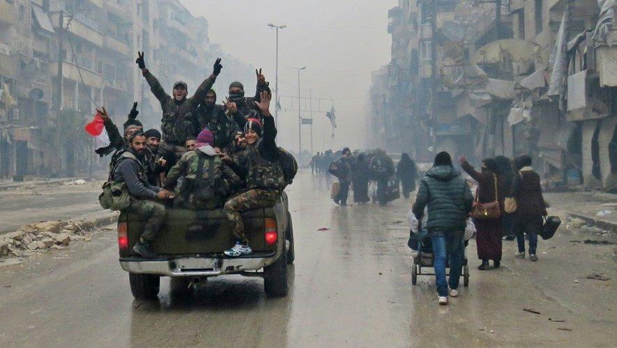 Des soldats syriens à Alep, le 13 décembre 2016