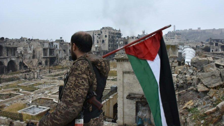 Un soldat syrien dans la Vieille ville d'Alep, le 13 décembre 2016