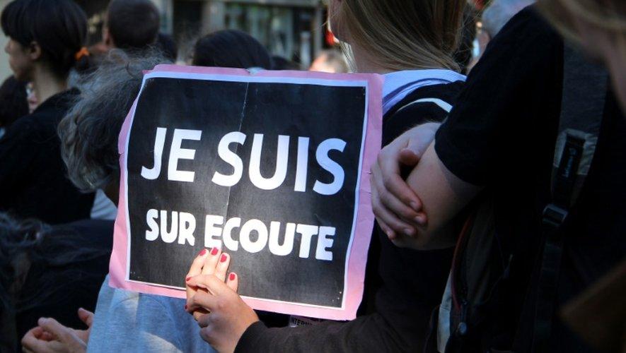 Manifestation le 8 juin 2015 place de la République à Paris contre la loi Renseignement qui met en place des mesures controversées sur le plan des atteintes à la vie privée