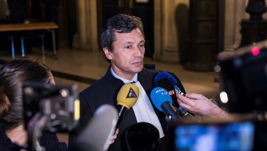 Jean-Etienne Giamarchi, l'avocat de Stéphane Richard répond aux journalistes à son arrivée au tribunal, le 14 décembre 2016