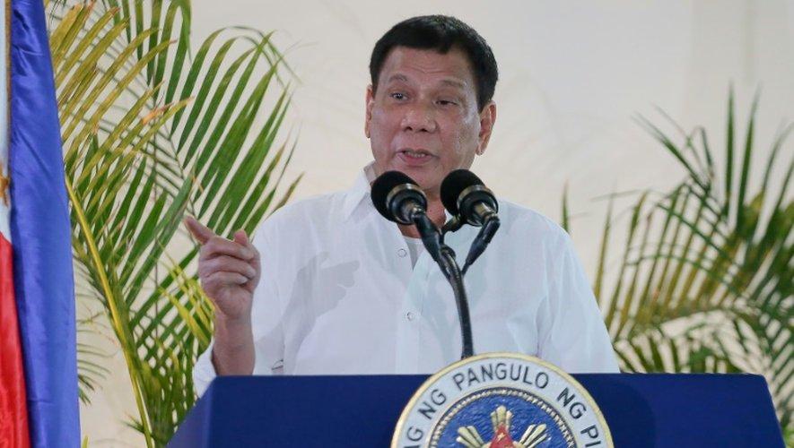 Le président philippin Rodrigo Duterte, le 17 novembre 2016 sur l'île philippine de Mindanao
