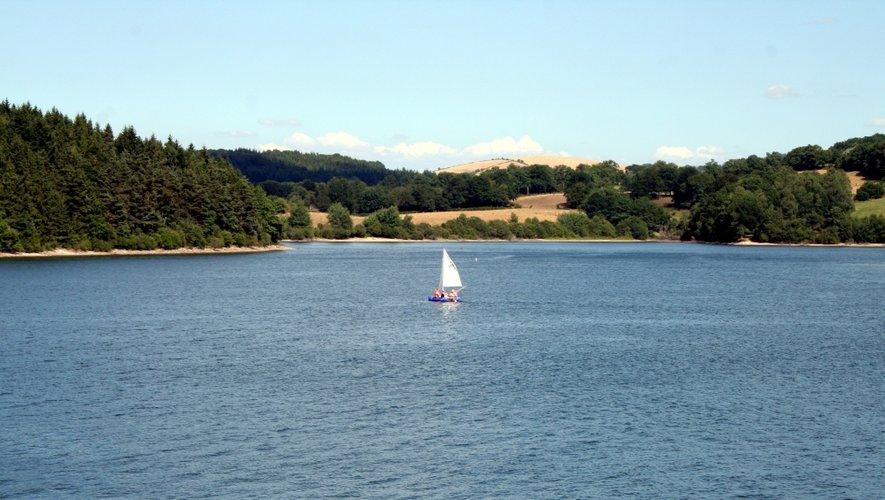 Sur les bords du lac de Pareloup.