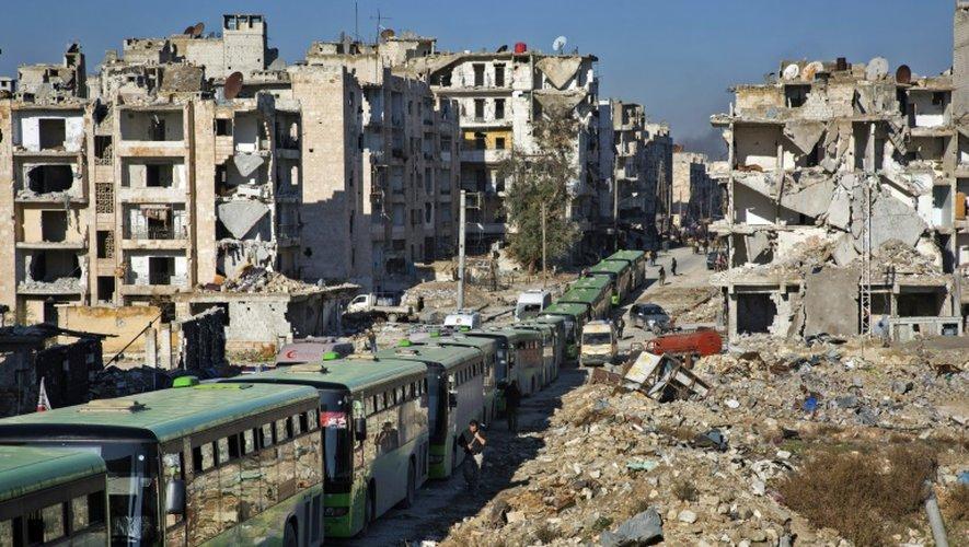 Opérations d'évacuation des rebelles et de leurs familles, le 15 décembre 2016 à Alep